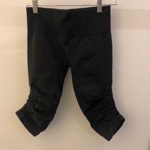 Lululemon black Ebb and Flow legging, sz 6, 68822